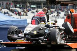 Beschadigde wagen van Christopher Zanella, Motopark Academy, Dallara F308 Volkswagen