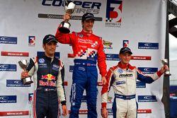 Podium (depuis la gauche): Jean-Eric Vergne, James Calado et Rupert Svendsen-Cook