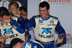 Victory lane: race winnaars Scott Pruett en Memo Rojas