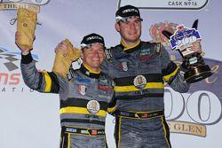 GT podium: vainqueurs de la catégorie James Gue et Leh Keen