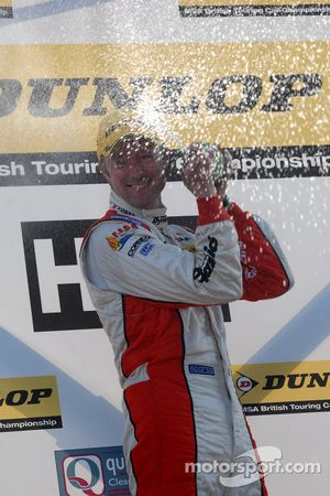 Gordon Shedden sprays champagne
