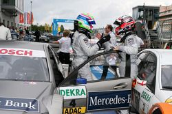 Race winnaar Bruno Spengler, Team HWA AMG Mercedes C-Klasse met 2de plaats Paul di Resta, Team HWA A