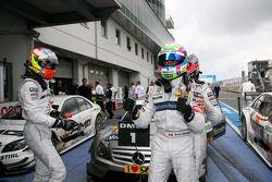 Race winnaar Bruno Spengler, Team HWA AMG Mercedes C-Klasse, 2de Paul di Resta, Team HWA AMG Mercede