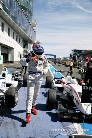 Race winner Edoardo Mortara, Signature, Dallara F308 Volkswagen