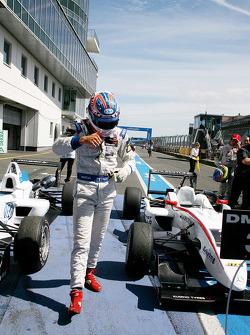 Race winnaar Edoardo Mortara, Signature, Dallara F308 Volkswagen