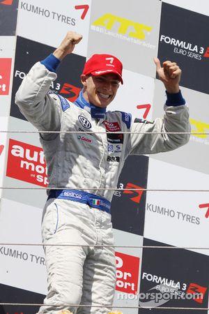 Podium: race winner Edoardo Mortara, Signature, Dallara F308 Volkswagen