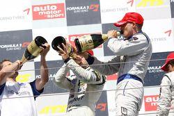Podium: race winner Edoardo Mortara, Signature, Dallara F308 Volkswagen, third place Roberto Merhi,