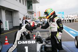 Race winnaar Antonio Felix da Costa, Motopark Academy Dallara F308 Volkswagen en 3de Alexander Sims,