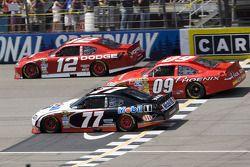 Sam Hornish Jr., Penske Racing Dodge, Landon Cassill, Phoenix Racing Chevrolet, Brad Keselowski, Pen