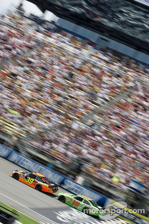 Ryan Newman, Stewart-Haas Racing Chevrolet, Kurt Busch, Penske Racing Dodge