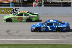 Kyle Busch, Joe Gibbs Racing Toyota, Jamie McMurray, Earnhardt Ganassi Racing Chevrolet