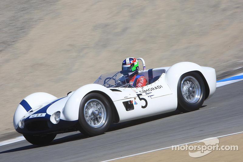 Dan Gurney geëerd, Dario Franchitti rijdt een Birdcage Maserati die Gurney heeft geracet
