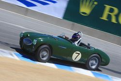 Gregory Johnson, au volant d'une Austin Healey 100S de 1955