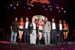 Tony Stewart, de Brian France, Bruton Smith, Eddie Gossage, Randy Bernard, Helio Castroneves & The G