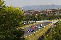 #5 Beechdean Mansell Ginetta-Zytek 09S : Leo Mansell, Greg Mansell mène une groupe de voitures