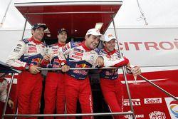 Winnaars Sébastien Loeb en Daniel Elena vieren met 2de Daniel Sordo en Diego Vallejo