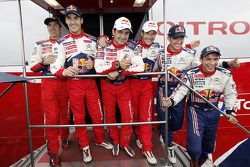 Winnaars Sébastien Loeb en Daniel Elena vieren met 2de Dani Sordo en Diego Vallejo, en 3de Sébastien