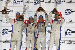 LMGT1 podium: klassewinnaars Gabriele Gardel, Patrice Goueslard en Fernando Rees met Jack Leconte
