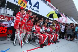 #25 Zent Porsche RSR : Takeshi Tsuchiya, Akihiro Tsuzuki,Yoshio Tsuzuki