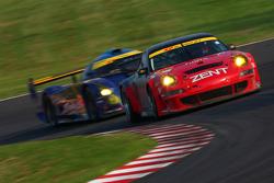 #25 Zent Porsche RSR : Takeshi Tsuchiya, Akihiro Tsuzuki, Yoshio Tsuzuki