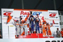 GT300 podium winnaar: #62 R&d Sport Legacy B4:Tetsuya Yamamoto, Kota Sasaki: tweede plaats: #43 Arta