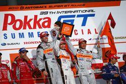 GT500 podium winnaar: #8 Arta HSV-010: Ralph Firman, Yuji Ide,Takashi Kobayashi
