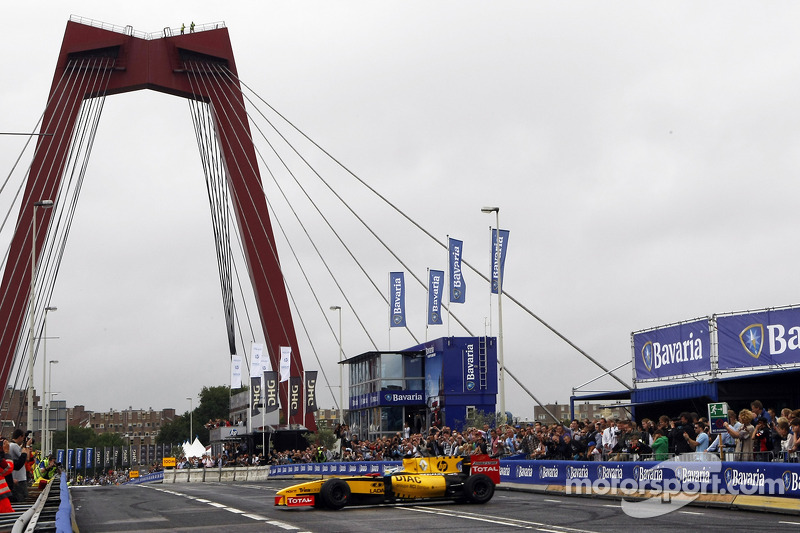 Jan Charouz, Renault F1 Team Reserve Driver performs for the crowd