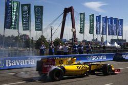 Jan Charouz, piote-réserve chez Renault F1 Team en action