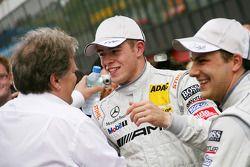 Race winnaar Gary Paffett, Team HWA AMG Mercedes C-Klasse met Paul di Resta, Team HWA AMG Mercedes C