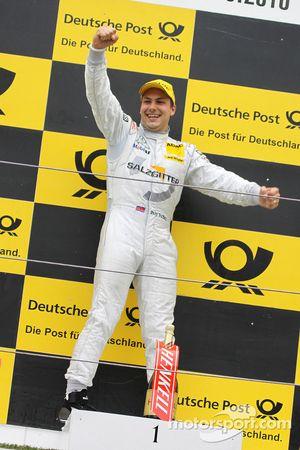 Podium: race winner Gary Paffett, Team HWA AMG Mercedes C-Klasse
