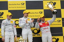 Podium: race winner Gary Paffett, Team HWA AMG Mercedes C-Klasse, second place Paul di Resta, Team H