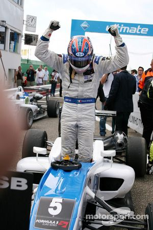 Race winner Edoardo Mortara, Signature Dallara F308 Volkswagen