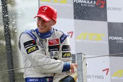 Podium: race winner Edoardo Mortara, Signature Dallara F308 Volkswagen