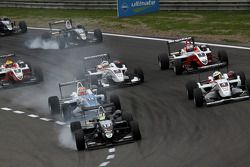 Start: Antonio Felix da Costa, Motopark Academy Dallara F308 Volkswagen leads the field
