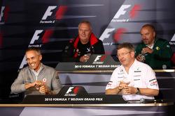 Conferencia de prensa de la FIA: Martin Whitmarsh, McLaren, jefe ejecutivo, John Booth, Virgin Racin