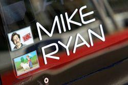 Namen van Ryan Dalziel en Mike Forest op de #8 Starworks Motorsport BMW Riley