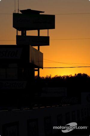 Le coucher de soleil sur Mosport