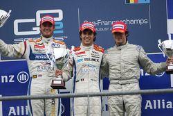 Podium : le vainqueur Sergio Perez avec le second, Giedo van der Garde et le troisième : Alvaro Pare