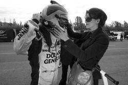 Jacques Villeneuve met zijn vriendin