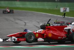 Unfall von Rubens Barrichello, Williams F1 Team und Fernando Alonso, Scuderia Ferrari