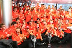 McLaren Mercedes team viert