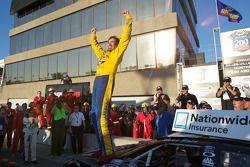 Victory lane: race winnaar Boris Said viert