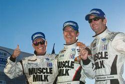 Race winnaars Romain Dumas, Klaus Graf en Greg Pickett