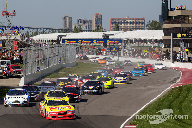 Start: Marcos Ambrose voor Jacques Villeneuve en Carl Edwards
