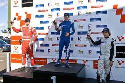 National class podium: James Cole, Menasheh Idafar en Juan Carlos Sistos