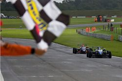 Gabrial Dias wins race 2