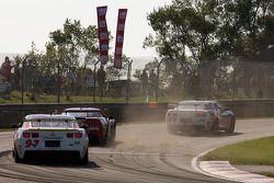 Grosse bataille pour la 1ère place en GT : #57 Stevenson Motorsports Camaro GT.R: Andrew Davis, Robi