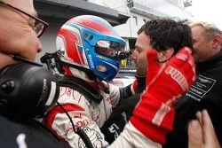 Race winnaars Tomas Enge en Darren Turner