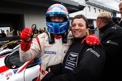 Tomas Enge & Darren Turner fête leur victoire