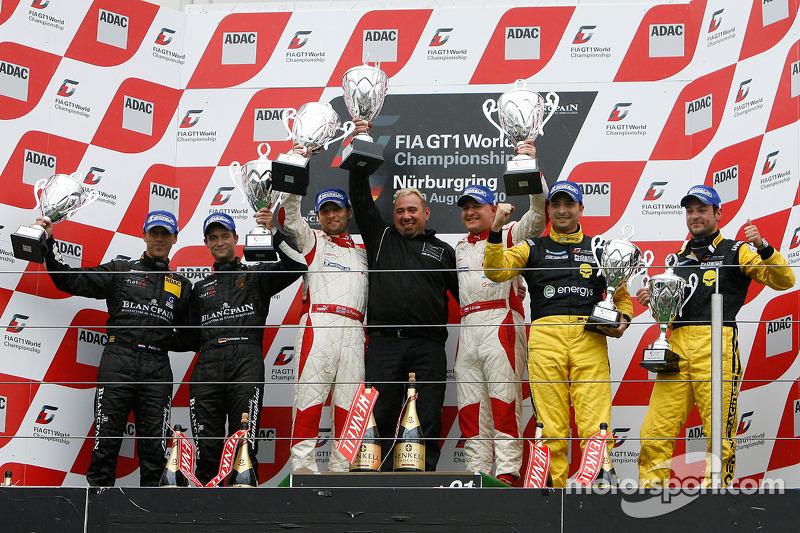 Podium: race winnaars Darren Turner en Tomas Enge, 2de Peter Kox en Christopher Haase, 3de Marc Hennerici en Alexandros Margaritis
